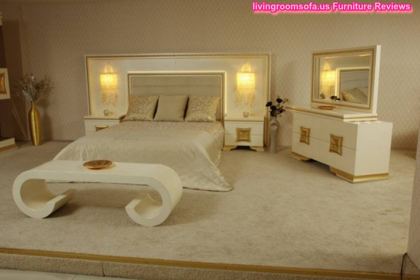 Golden Carved Bedroom Decorating Ideas