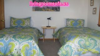 Colorful 2 Twin Beds Design